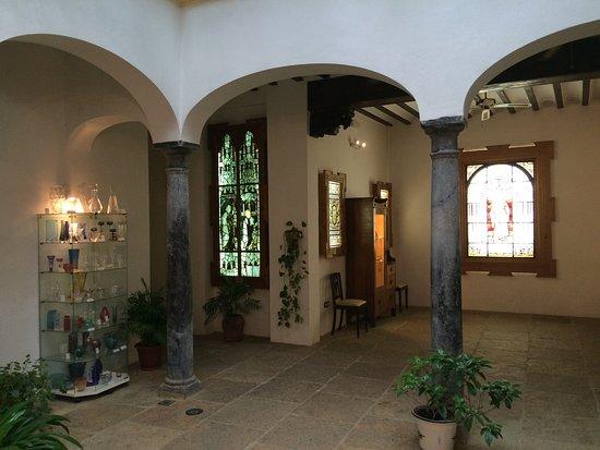 Museo del Vidrio y Cristal: interior shot