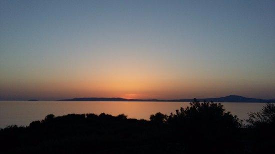 Katikies Manis: Αξέχαστο ηλιοβασίλεμα από την βεράντα μας