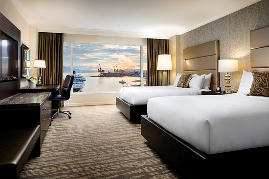 Fairmont Waterfront: Signature Harbor View Room