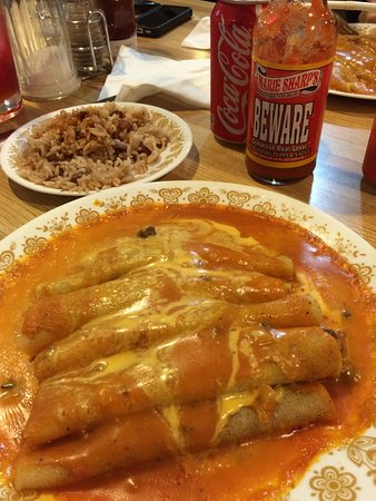 Morden, Canadá: Chicken enchiladas with side of rice & beans