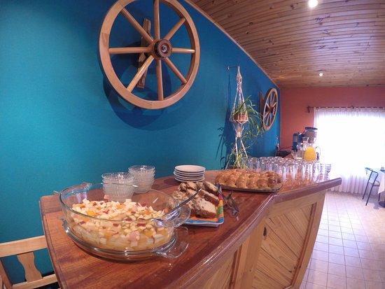 Hotel Ariel: mesa buffet del desayuno