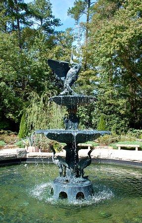 Sarah P. Duke Gardens : Fountain near entrance