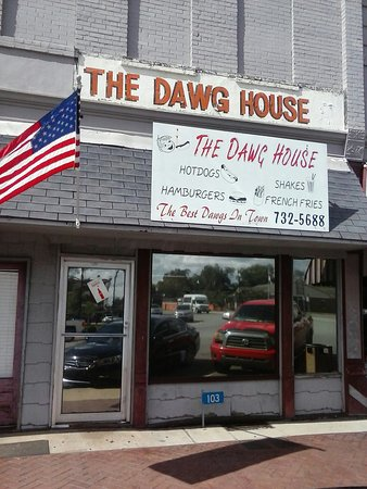 Cuthbert, GA: Dawg House
