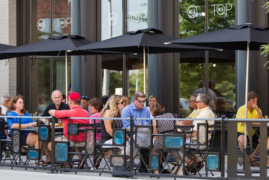 Toledo, OH: Enjoy dinner and drinks at NINE.