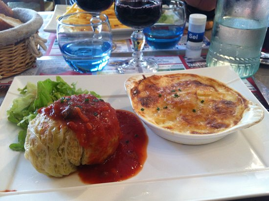 Bourgueil, ฝรั่งเศส: chou farci sauce tomate, gratin dauphinois