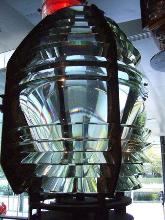 Corning, Estado de Nueva York: Fresnel lens concentrates light for lighthouses