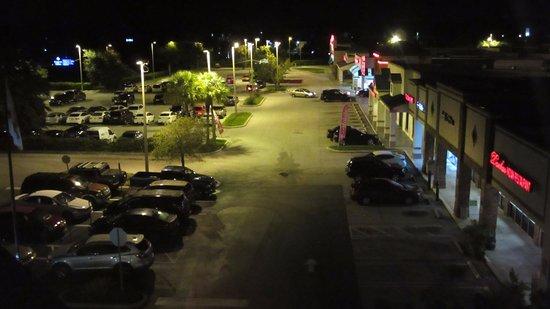 Fairfield Inn & Suites Orlando Lake Buena Vista: Este es el lugar donde estacionamos la camioneta durante las 4 noches.
