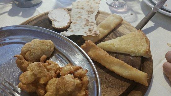Campagnatico, Włochy: antipasti misti con pane crasau