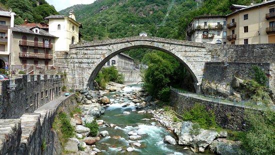 Pont-Saint-Martin, Italia: Ponte Romano...