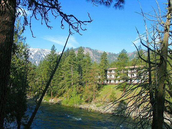 Alpine Rivers Inn: All River Views