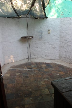 Buckler's Africa: Additional outdoor bathroom (ensuite Master bedroom)