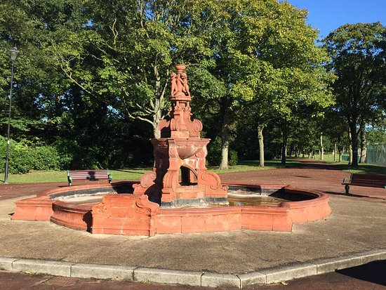 Widnes, UK: Gladstone Memorial Fountain