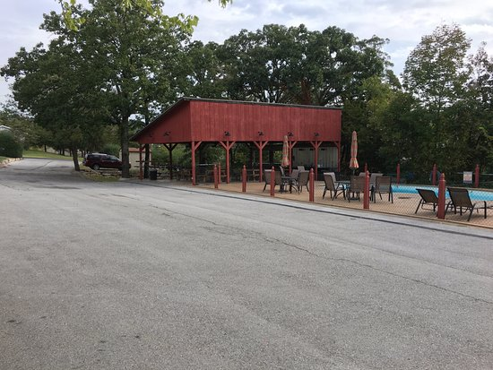 Cedar Wood Resort: Great playground, activity, family function, and pool area!