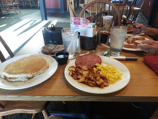 Friendship, OH: The Lodge Breakfast .,. with choices on meat, toast or bisque, and eggs
