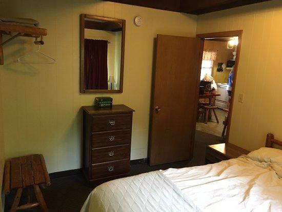 Kimberling City, มิสซูรี่: Main bedroom, queen bed.