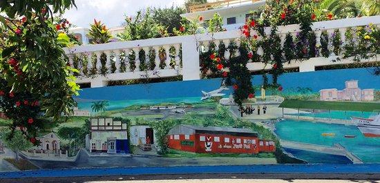 Casa La Lanchita: Several walls have murals depicting Vieques