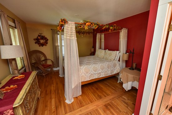 Union Pier, MI: Fall Room in Cottage of Four Seasons