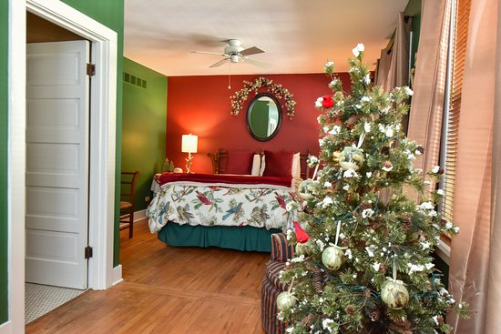 Union Pier, MI: Winter room with Christmas tree