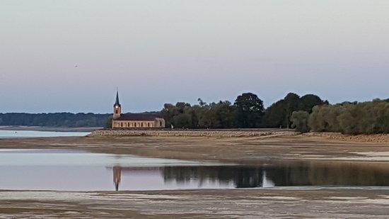 Giffaumont-Champaubert, فرنسا: Lac du der coucher et lever soleil
