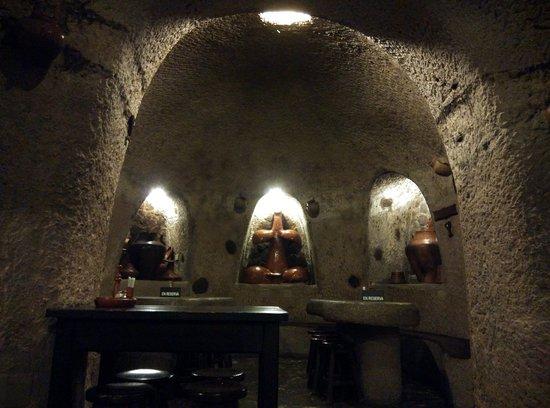 """Ingenio, España: Una de las """"salas"""" del fondo de la cueva."""