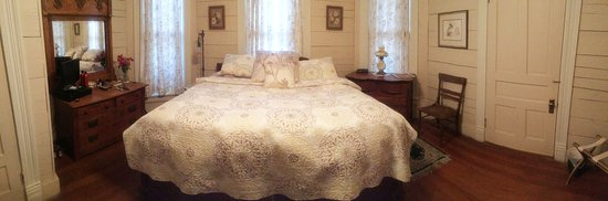 Pecan Street Inn: Marais Suite Bed