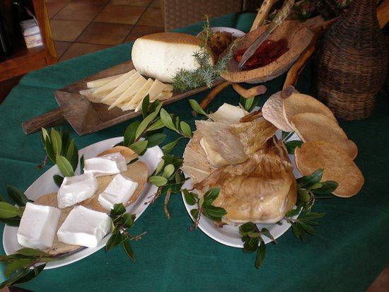 Villasalto, İtalya: Selezione di Formaggi tipici