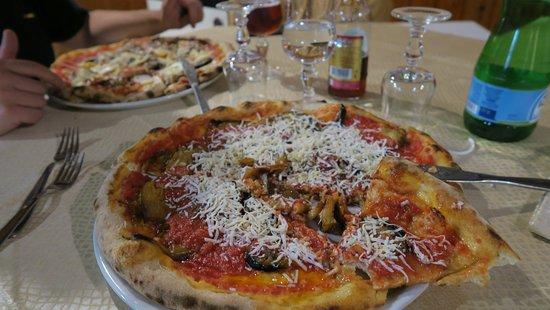 Ragalna, Włochy: Delicieuses pizzas