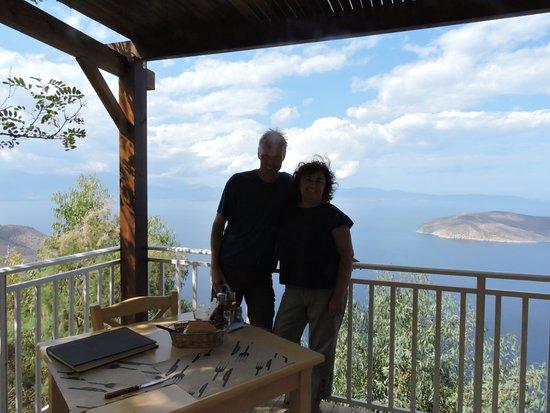 Taverna Panorama: Uitzicht over de zee vanaf de Panorama Taverna Cafe