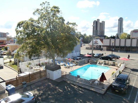 Kings Inn Near The Falls: piscina