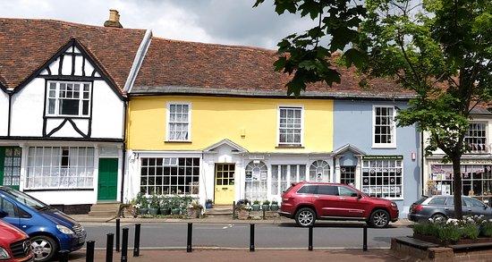 Вудбридж, UK: Market Square and Hill House