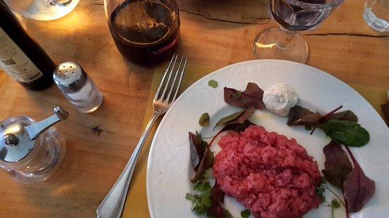 Belgioioso, Italia: Battuta al coltello di carne cruda con Maionese di senape.