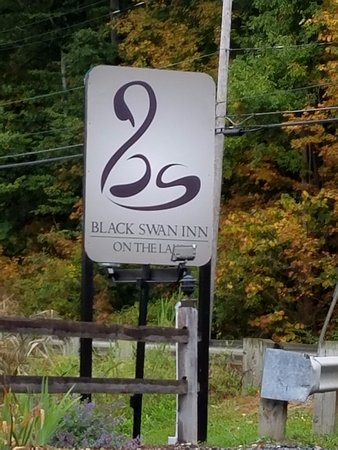 Lee, MA: Sign - needs improvement for seeing at dusck
