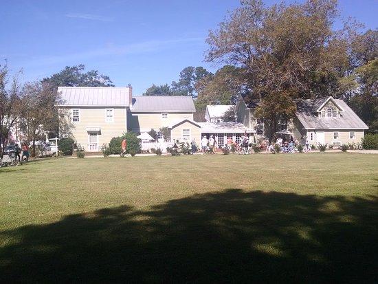 Oriental, North Carolina: Side view of The Inn at Oriental