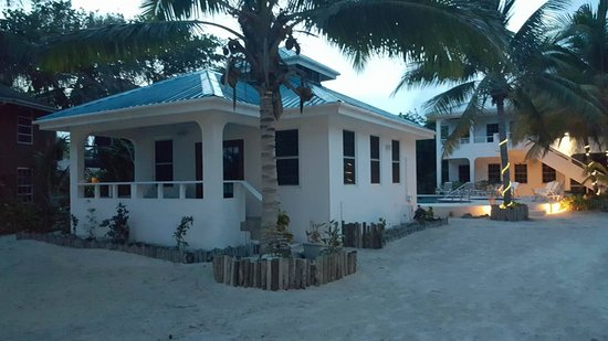 Cocotal Inn & Cabanas: You can't beat the location of the studio beachfront casita!