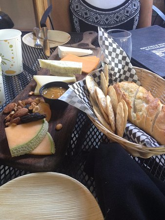 Cornville, AZ: Bread/Cheese Board