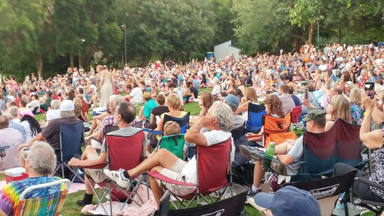 Albany, OR : A typical audience for summer music