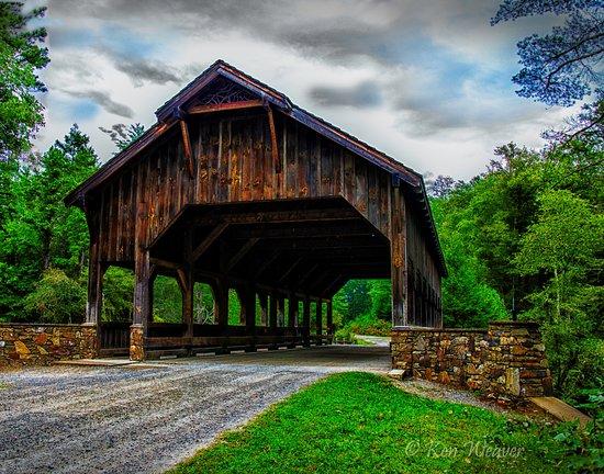 Cedar Mountain, Северная Каролина: Covered Bridge near the Welcome Center