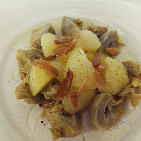Barbastro, Hiszpania: Alcachofas con patata y jamón