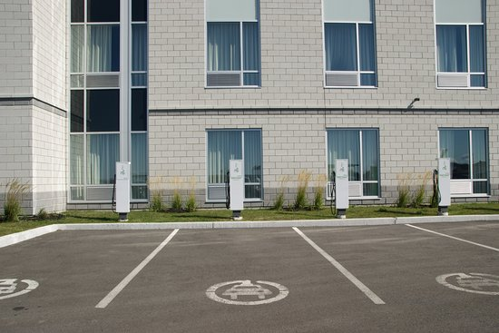 Vaudreuil-Dorion, Canada: Plug in for electric cars by front entrance