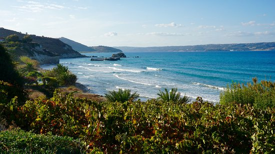 Douliana, Grecia: One of the local beaches a short drive away from the villa