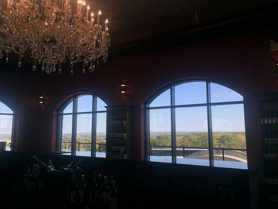 Vineland, Canadá: Tasting Room Views