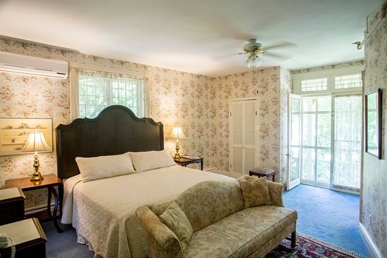 Brook Farm Inn: Romance in Lenox, yes, with a working fireplace and king bed.