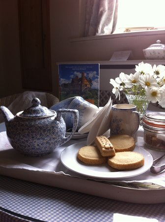 Much Wenlock, UK: Traditional tea and biscuits