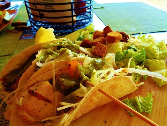 Snorkels Bar & Grill: Chicken Tacos