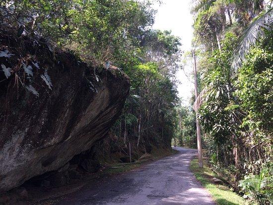 Itatiaia, RJ: Esta pedra fica no trajeto...