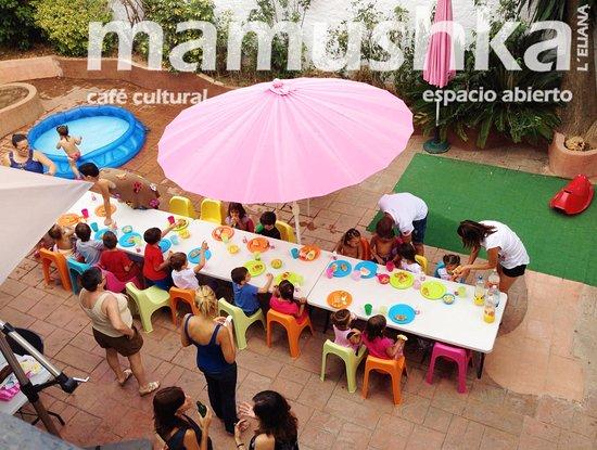 La Eliana, Espagne : Cumpleaños en el patio interior
