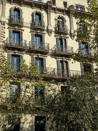 hotel actual hotel rooms with balconies facing corner of passeig de gracia and carrer