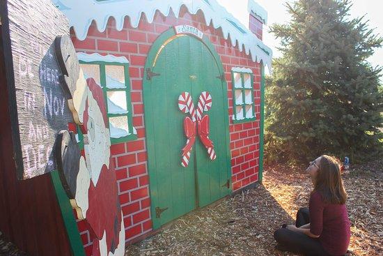 Thorndale, Canada: Waiting for Santa. He'll return in November.