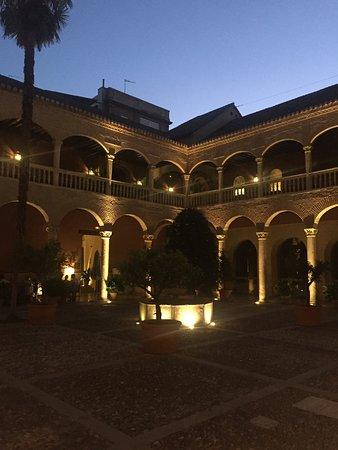 AC Palacio De Santa Paula, Autograph Collection: out door dining & Bar at night