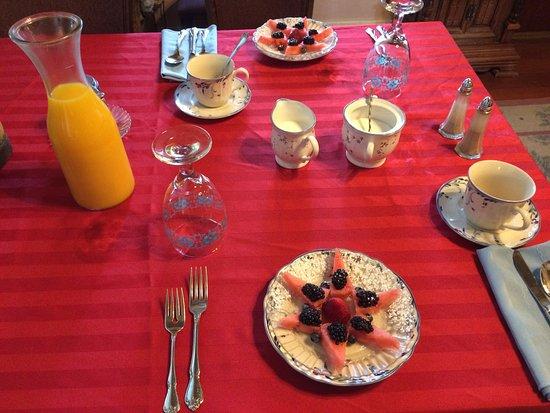 The Robin's Nest: Breakfast at Robin's Nest